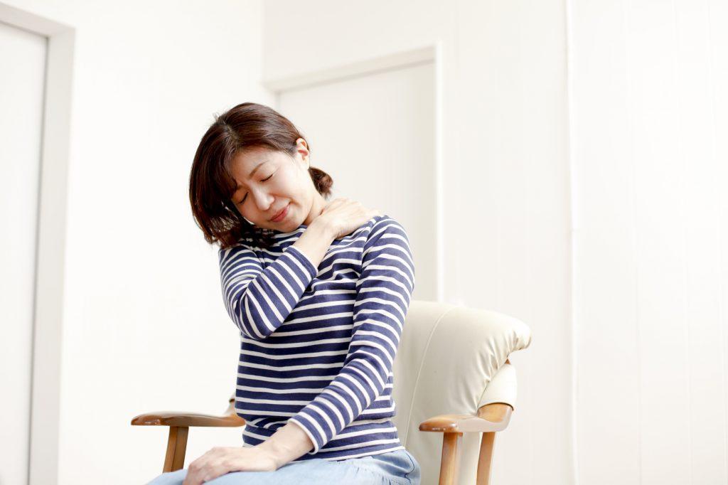 ストレスや質の低い睡眠も原因になります